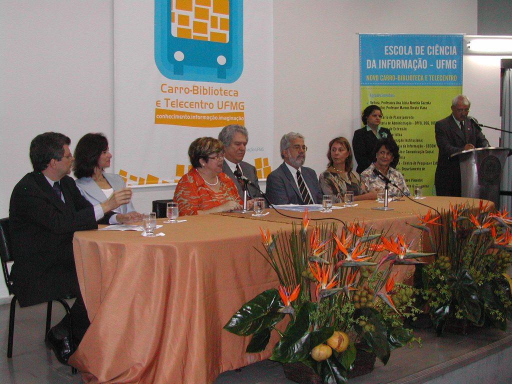 Inauguração do Ônibus Urbano do Programa Carro-Biblioteca da ECI/UFMG